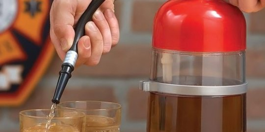 Un estintore dispenser di bevande