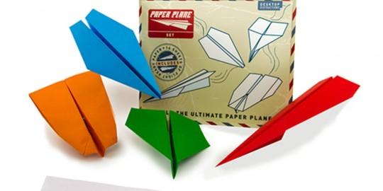 Il kit per realizzare gli aeroplani di carta