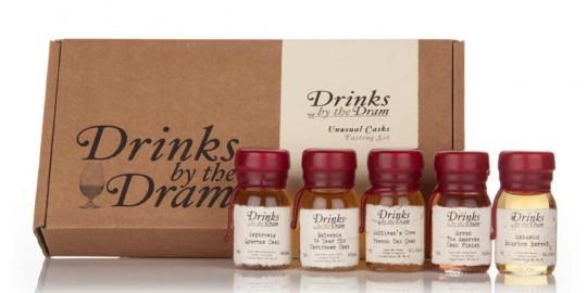 Una scatola con cinque campioni di whisky pregiati