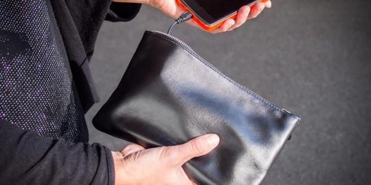 La borsetta caricabatteria per smartphone